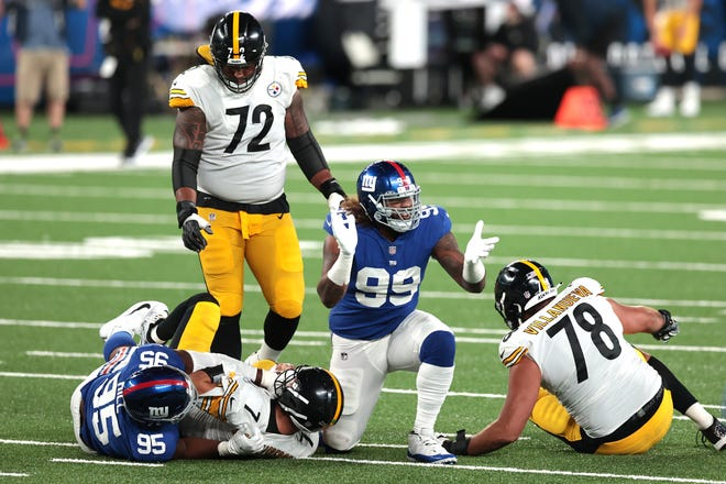 Giants DE Leonard Williams (99) is being franchised for the second straight offseason.